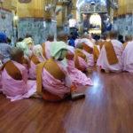 Bonzesses à Mahamuni pagoda, Mandalay, Myanmar