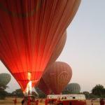 Préparation de la nacelle et du ballon, Bagan, Myanmar