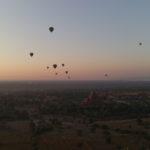 Lever de soleil et montgolfières, Bagan, Myanmar