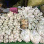 Rice crackers au Mingalar market, Nyaungshwe, Myanmar