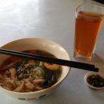 Chicken noodle soup & sesame bun, Ipoh, Malaisie