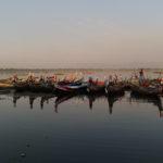 Barques du Taung Than Man Lake, Mandalay, Myanmar