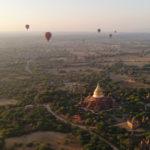Ballet de montgolfières, Bagan, Myanmar