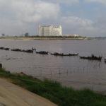 Barques en rang d'oignons, Phnom Penh, Cambodge